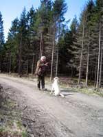 Hugo tog hand om hundlöse Roger en stund