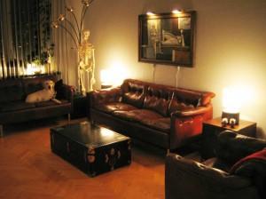 Vardagsrummet med nya lampor
