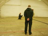 Testledaren Pierre leker med Brumma