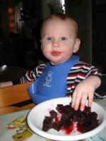 Olof äter blodpudding