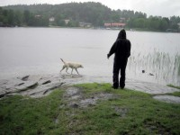 Hugo och fi@ vid vattenbrynet